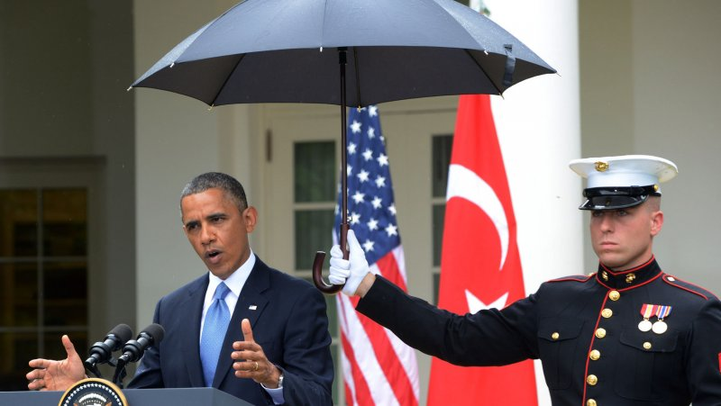 obama umbrella marines obama protected from rain by