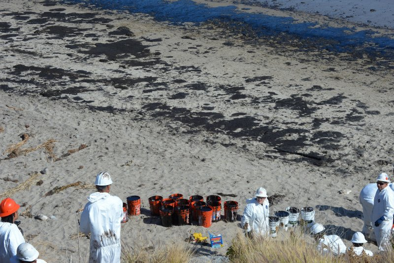 clean up operations of oil spills environmental sciences essay Include the oil pollution act of 1990: the oil pollution act was mainly implemented in order to prevent damages caused by oil spills this legislation belonged to 33 usc 2701 et seq of the legislation group.