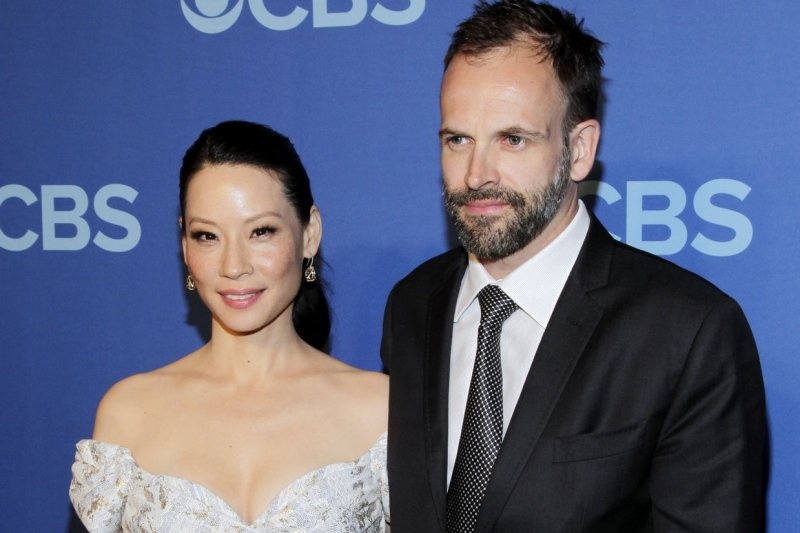 39 elementary 39 star lucy liu makes her tv directorial debut. Black Bedroom Furniture Sets. Home Design Ideas