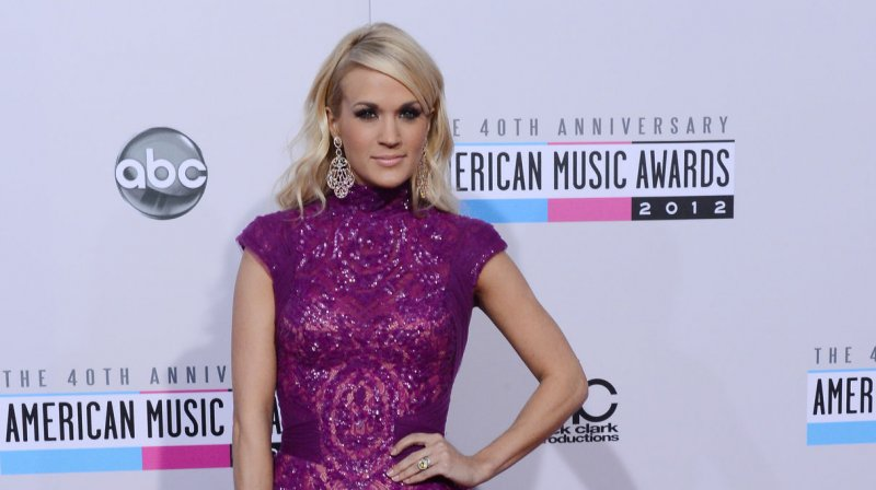 who is carrie underwood dating currently Carrie underwood shares first selfie after facial injuries - how does she look now josh duhamel is dating eiza gonzalez after split from fergie.