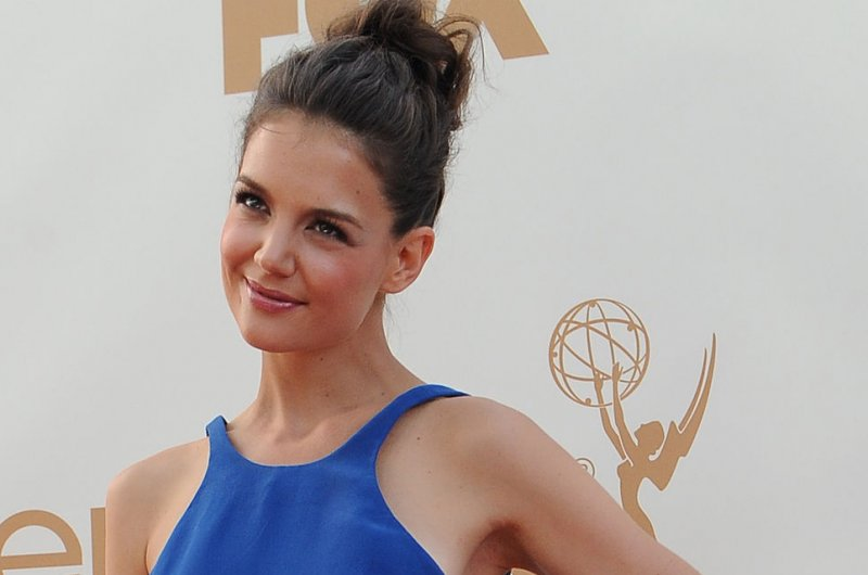 holmes single personals Katie holmes and her longtime boyfriend, jamie foxx, have reportedly called it quits this comes less than a year after the couple went public, but sources close to the mega-celebrities say the've been secretly dating for upwards of five years.