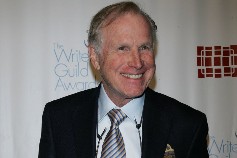'M*A*S*H' star Wayne Rogers remembered on Twitter by ...