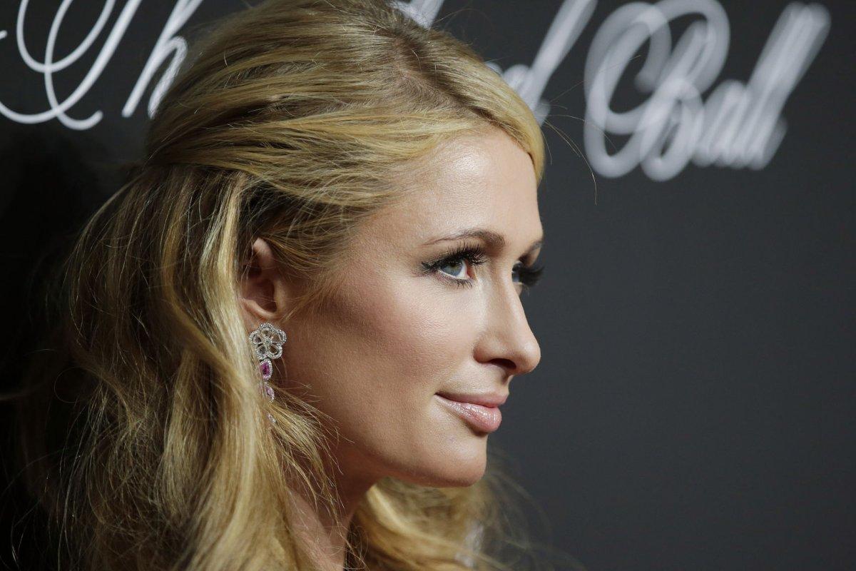 Paris Hilton S Famous Pooch Tinkerbell Dies Upi Com