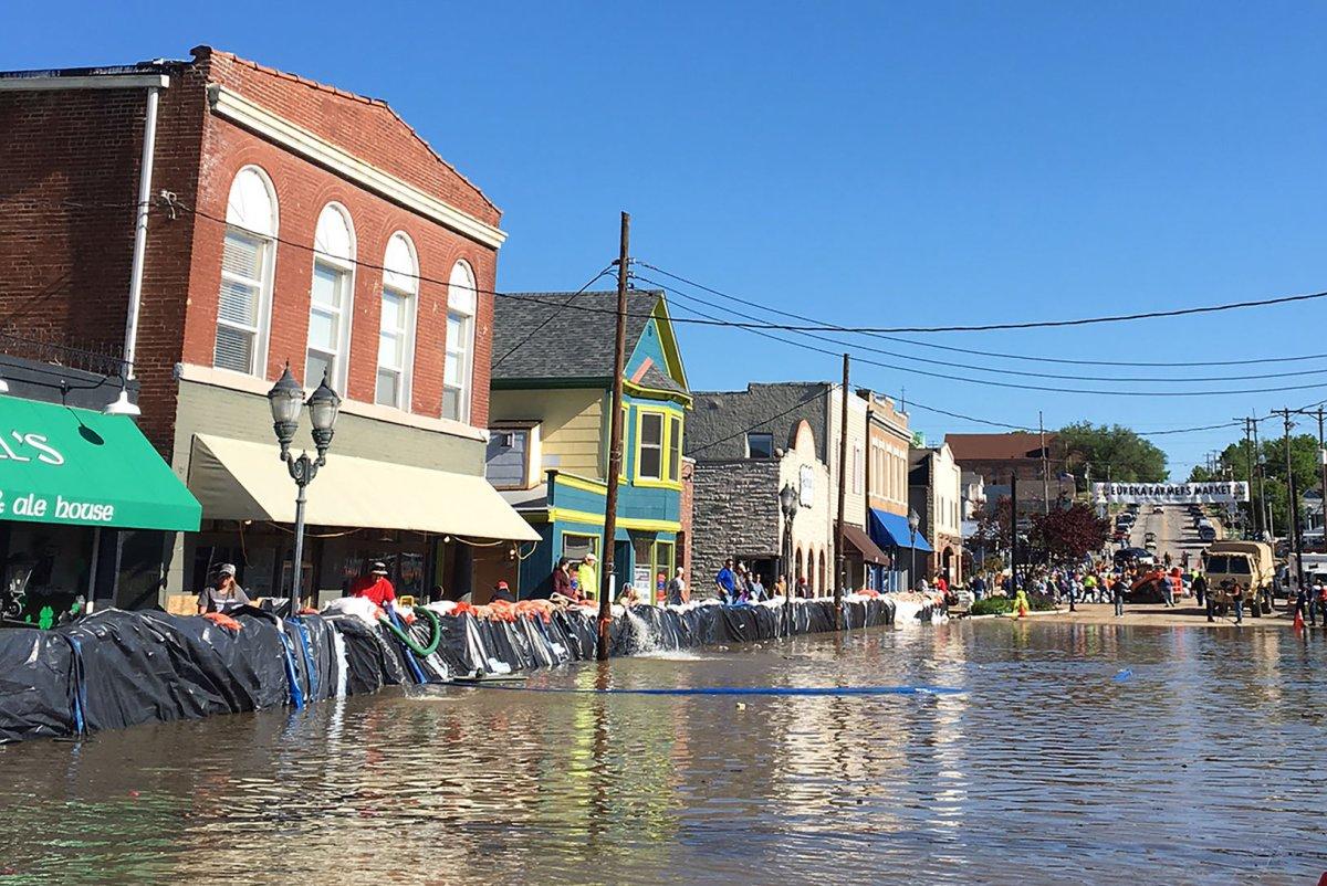 St. Louis-area residents evacuated amid flooding - UPI.com
