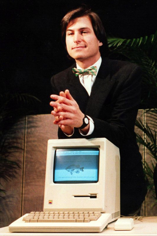 One Year Later Apple Remembers Steve Jobs Upi Com