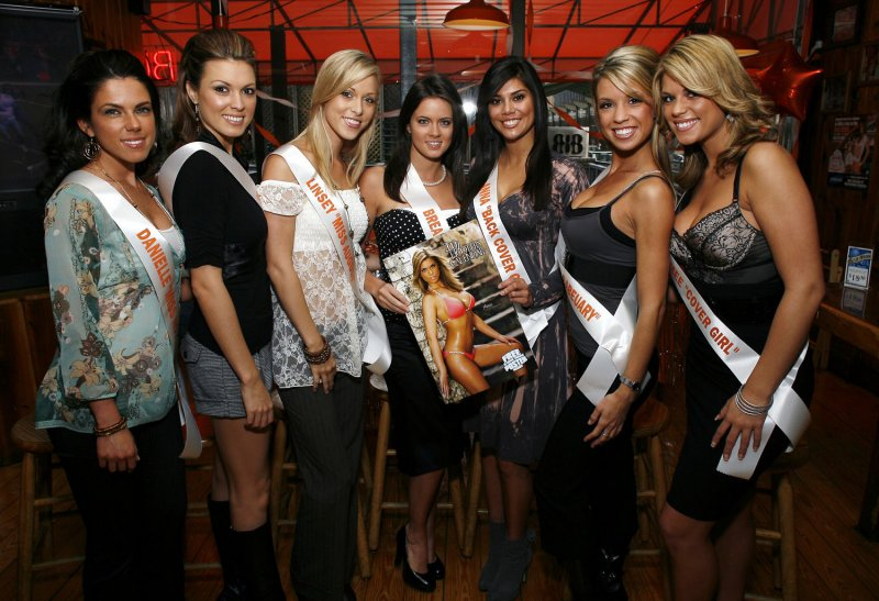 Abby Hooters Calendar May : Former hooters waitresses allege tip theft upi