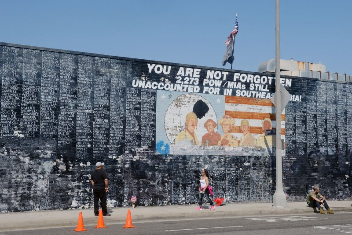 L A Veteran S Memorial Vandalized Upi Com