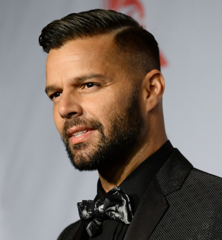 ricky martin hair style ricky martin and boyfriend up upi 1808 | Ricky Martin and Carlos Gonzalez end 4 year romance