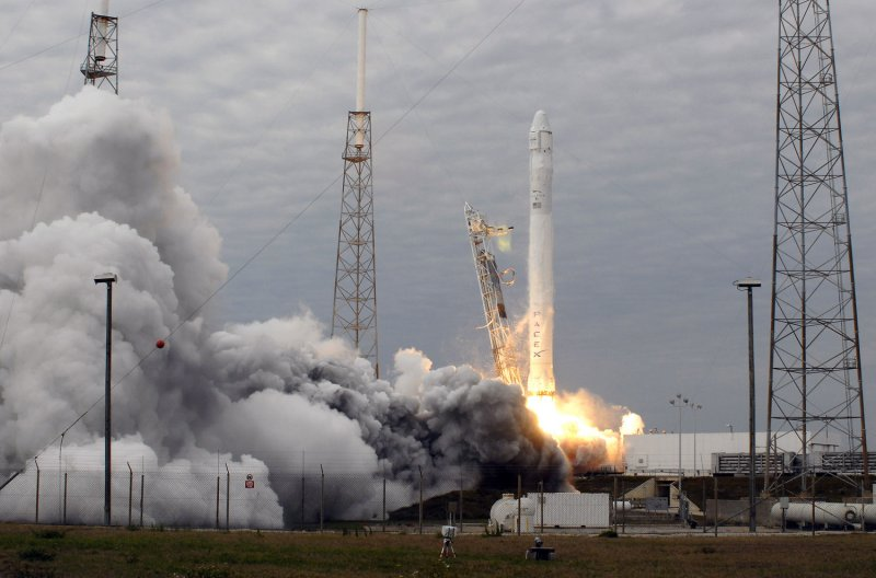 Falcon 9 rocket self-destructs during test flight - UPI.com