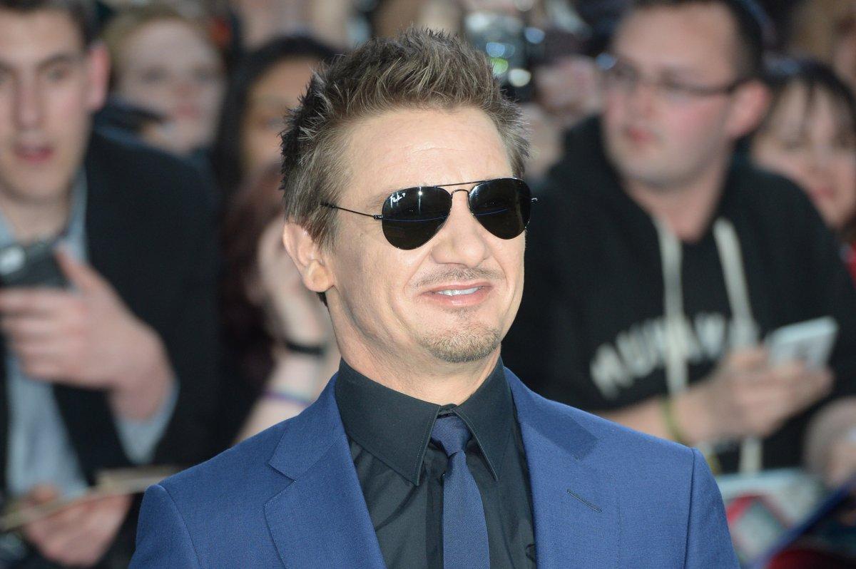 Jeremy Renner And Scarlett Johansson Dating 2012
