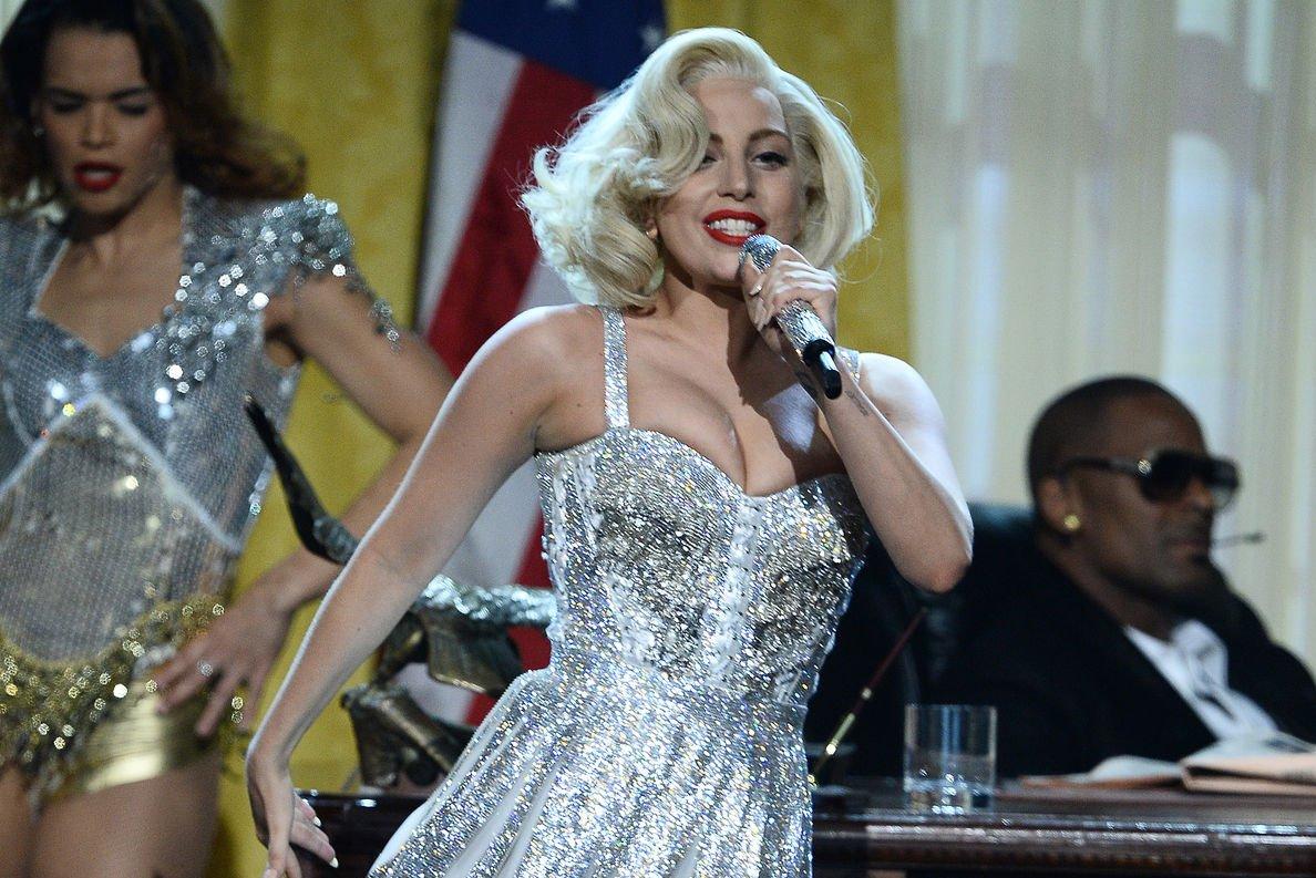 Lady Gaga Posts Photo As Amy Winehouse Lookalike Upi Com