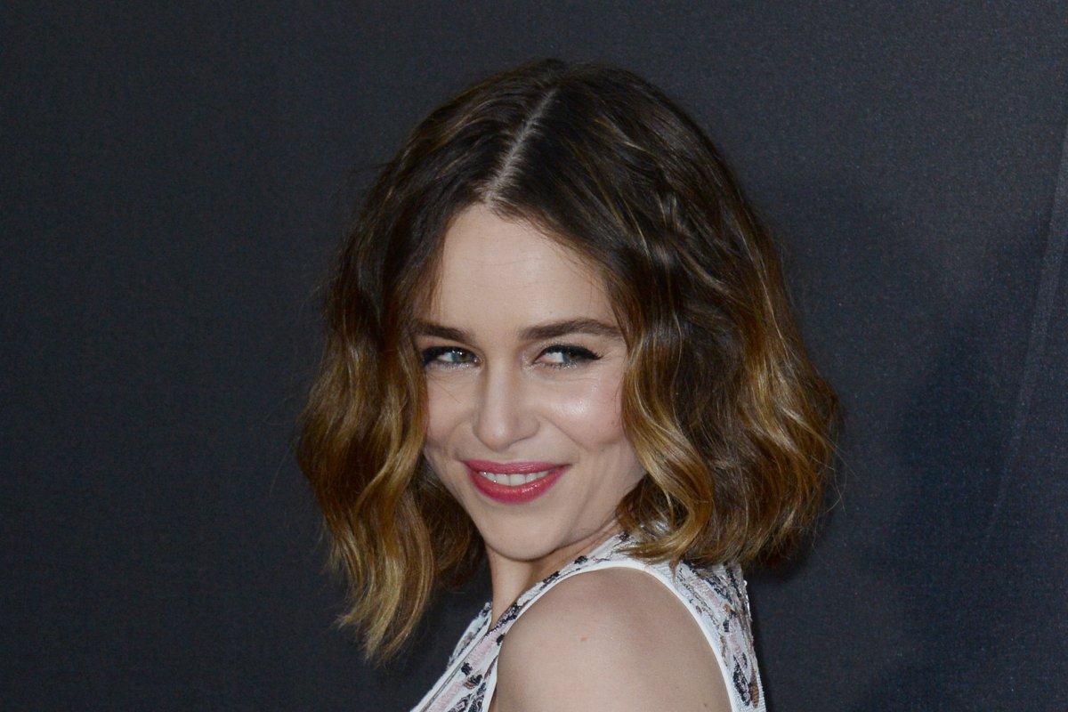 Emilia Clarke performs 'MMMBop' in Dothraki - UPI com