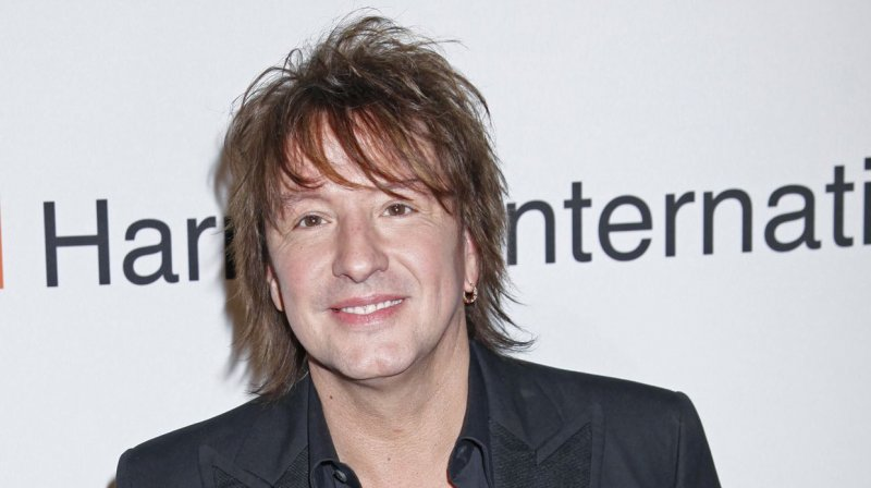 richie sambora takes break from bon jovi concert tour. Black Bedroom Furniture Sets. Home Design Ideas