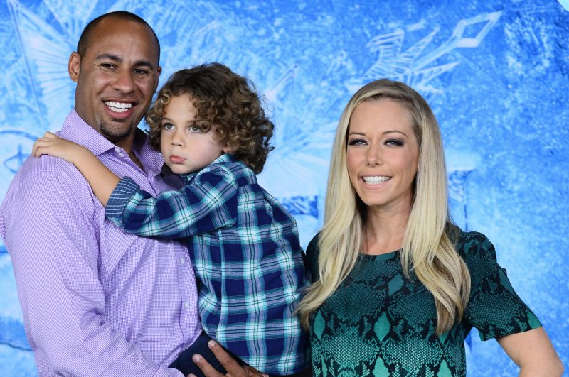 Kendra Wilkinson Asks For Dating And Sex Advice After Split - Upicom-3976