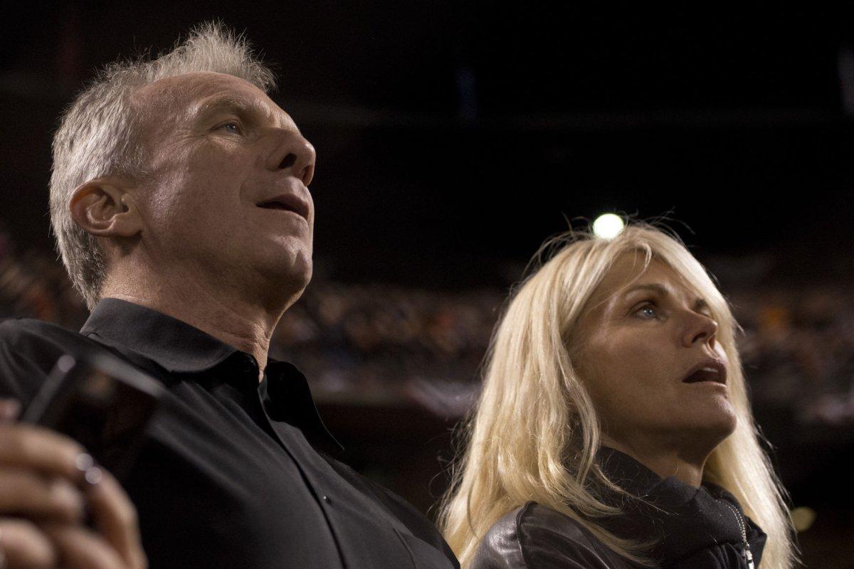 Hall of Fame QB Joe Montana, wife prevent...