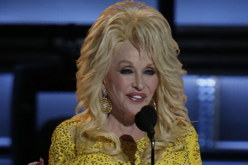 Dolly Parton Plans Telethon To Help Tennessee Wildfire