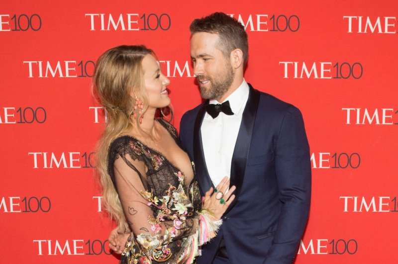 Ryan Reynolds shares funny photo on wife Blake Lively's ...