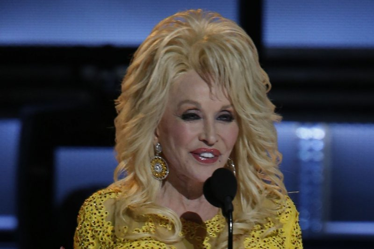 Miranda Lambert, Little Big Town and Dolly Parton read mean
