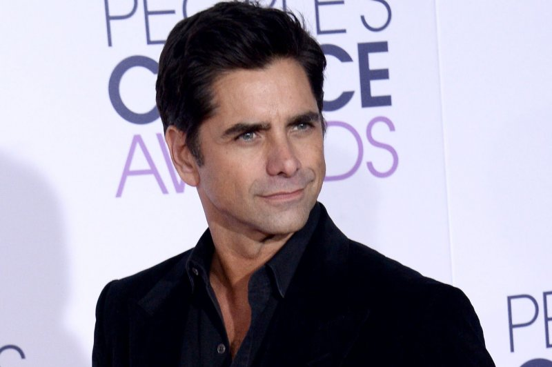 John Stamos shares a throwback video of Mary-Kate and Ashley Olsen on Full House