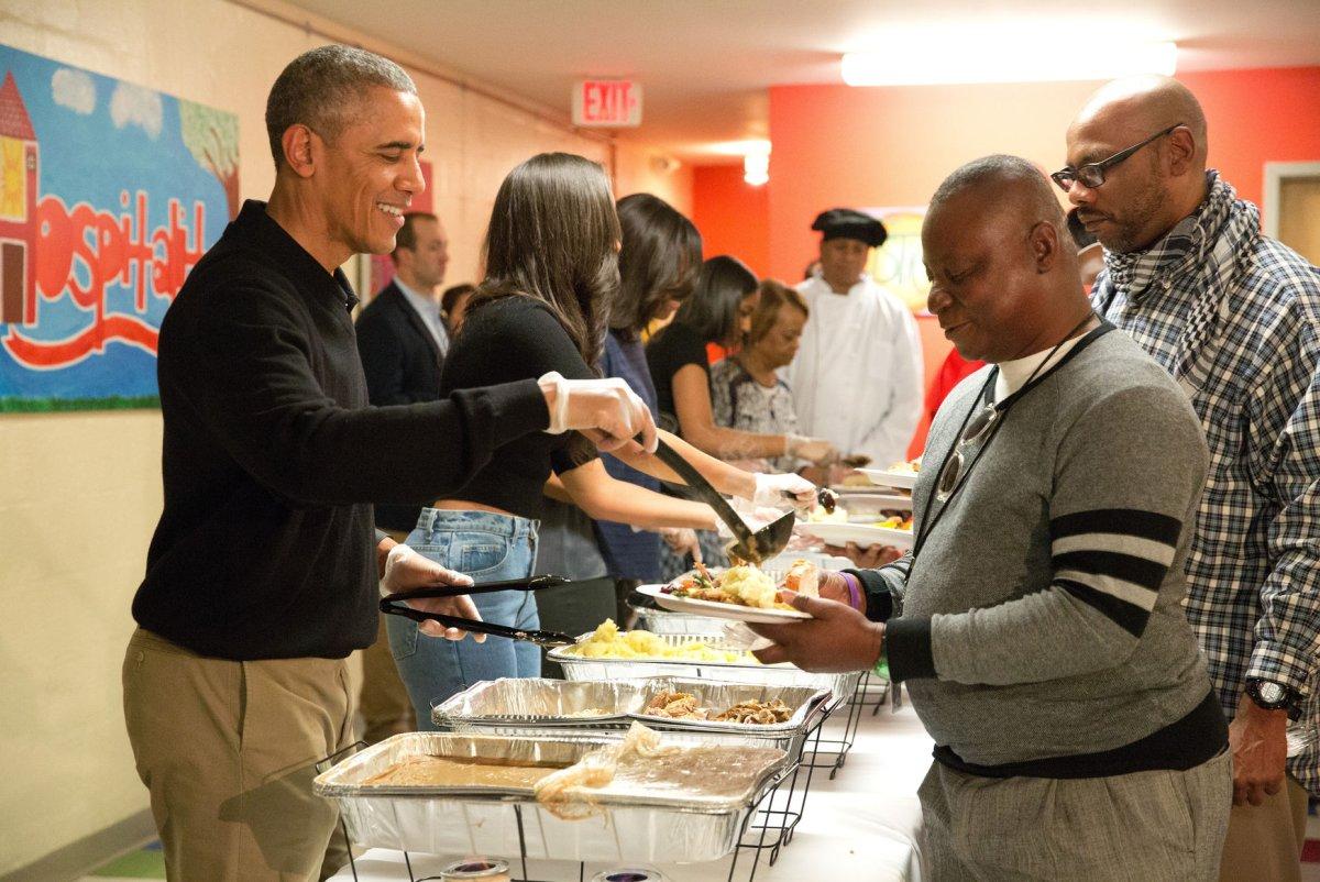 obama serves thanksgiving dinner to homeless spares