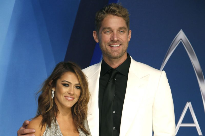 Brett Young Engaged To Girlfriend Taylor Mills She Said Yes - Upicom-4911