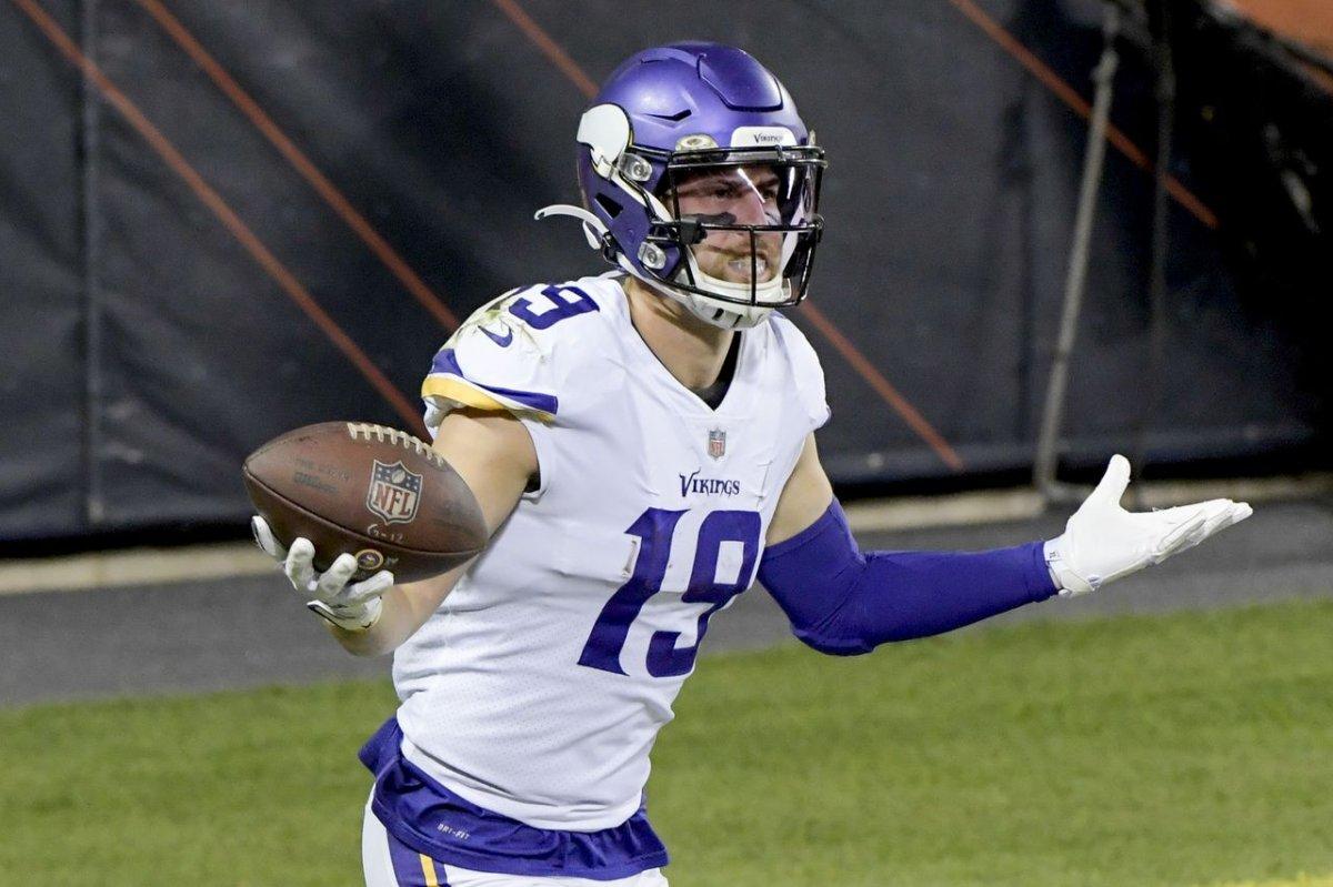 Minnesota Vikings use strong defense to hand Chicago Bears