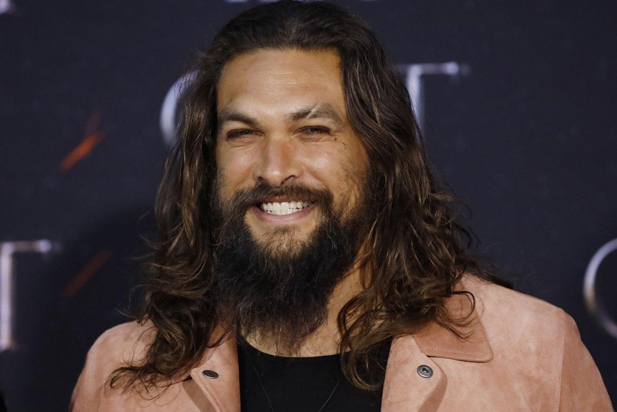 Watch Jason Momoa Shaves Beard To Promote Recycling Upi Com