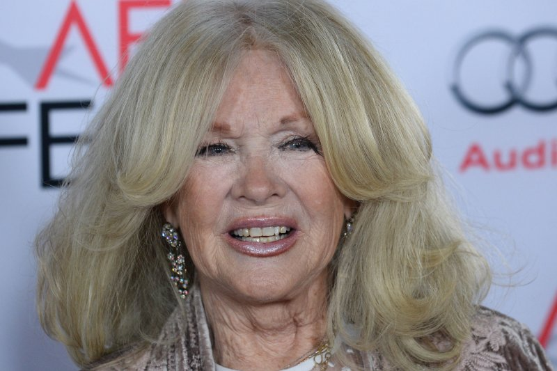 Joely Fisher, daughter of Connie Stevens and Eddie Fisher, mourns death of half-sister Carrie ...