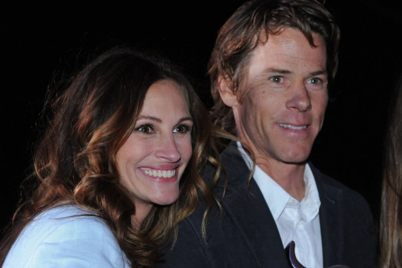 Julia Roberts Danny Moder To Receive Humanitarian Awards