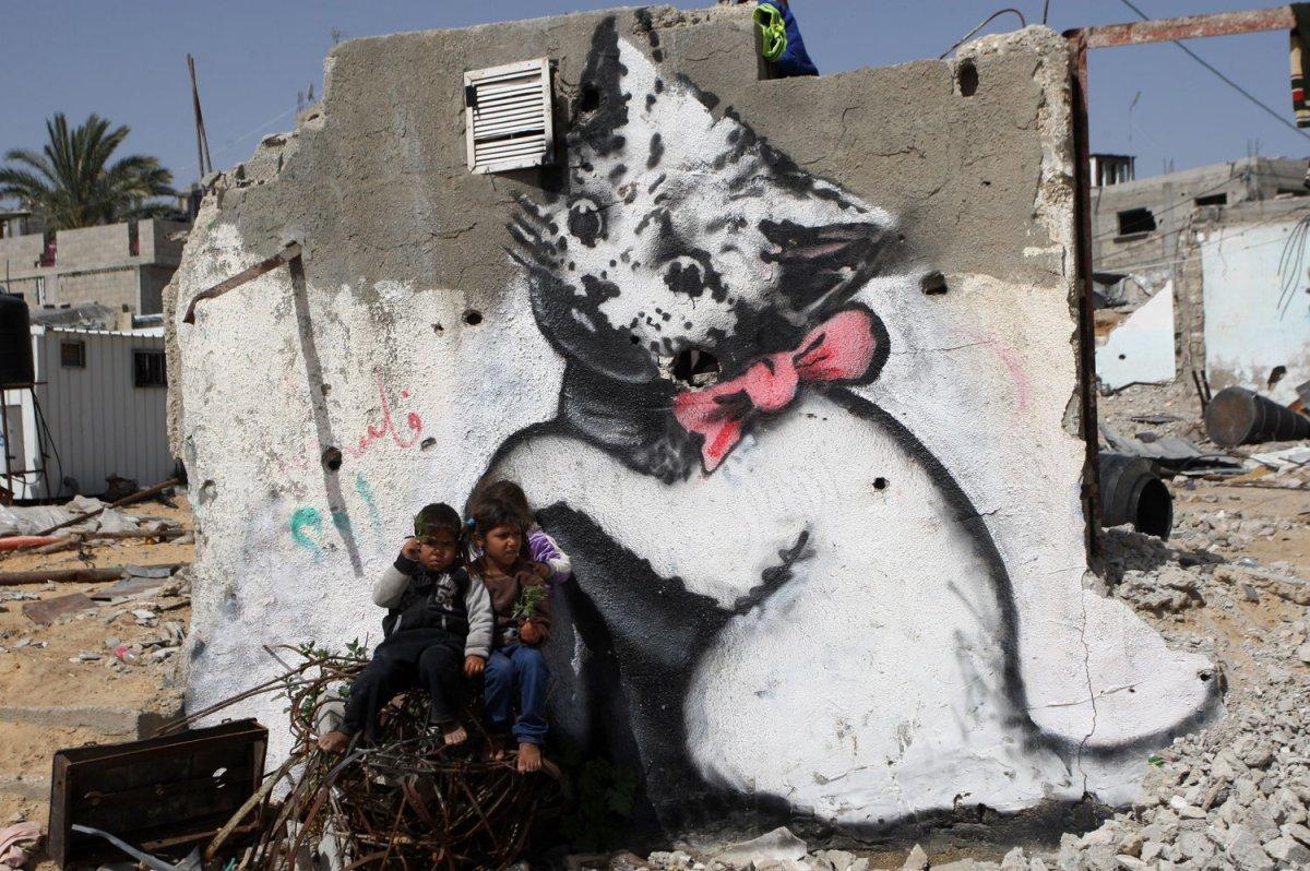 Banksy Shows Documentary From Gaza Upi Com