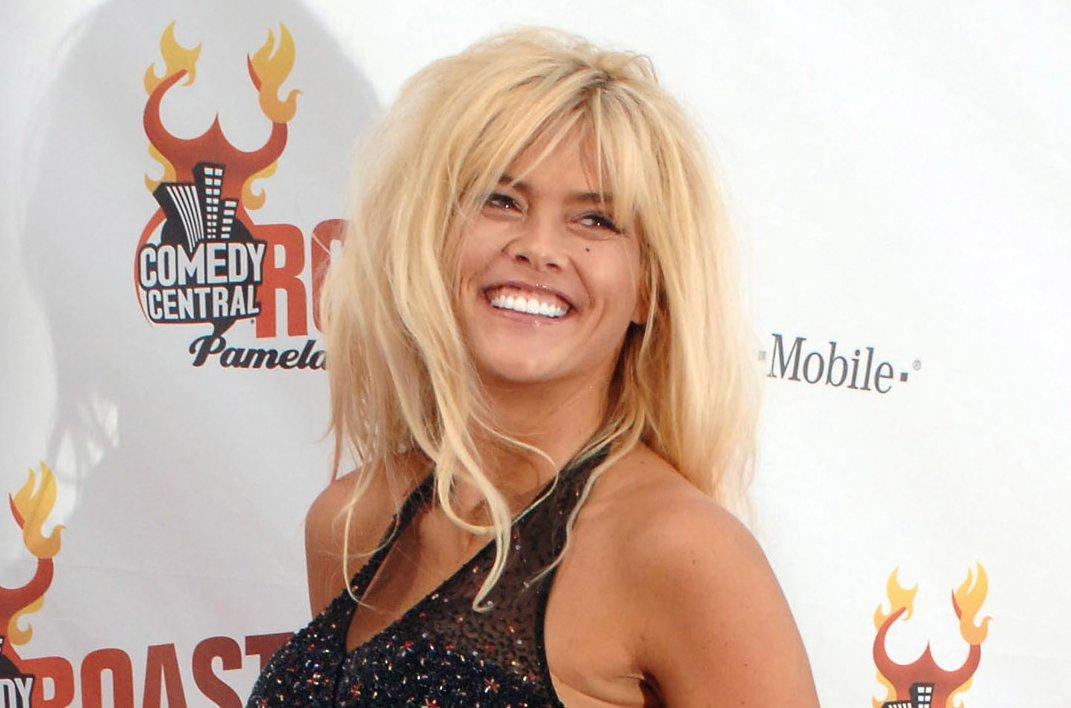 Watch Anna Nicole Smiths Daughter Makes Rare Tv -8811