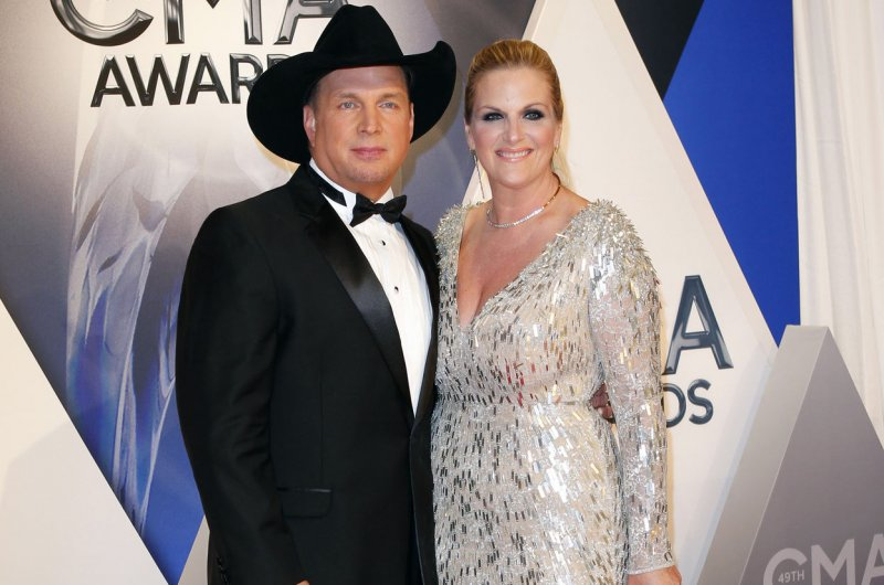 Garth brooks trisha yearwood set for pearl harbor 75th for Is garth brooks and trisha yearwood still married