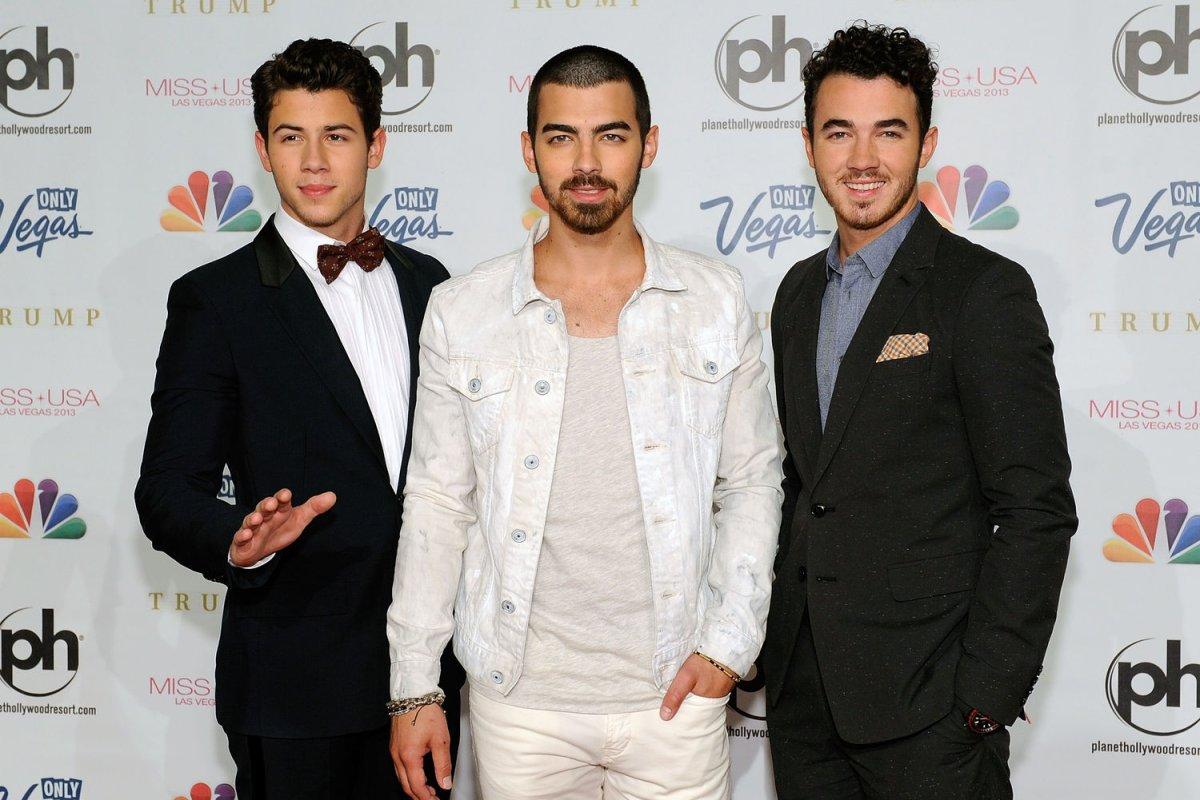 Image Result For Joe Jonas Blacked Out During His Toast At Nick Jonas Wedding