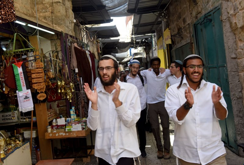 Jew Detector: Jerusalem Day Marches Prompt Clashes As Jews Enter Temple
