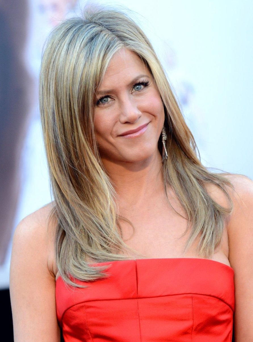 Jennifer Aniston Disses Katie Couric, Slams Nudist Rumor