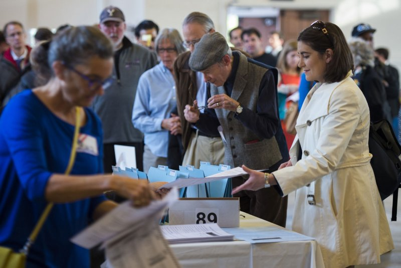 U.S. voters head to polls for midterm elections [UPDATE ...