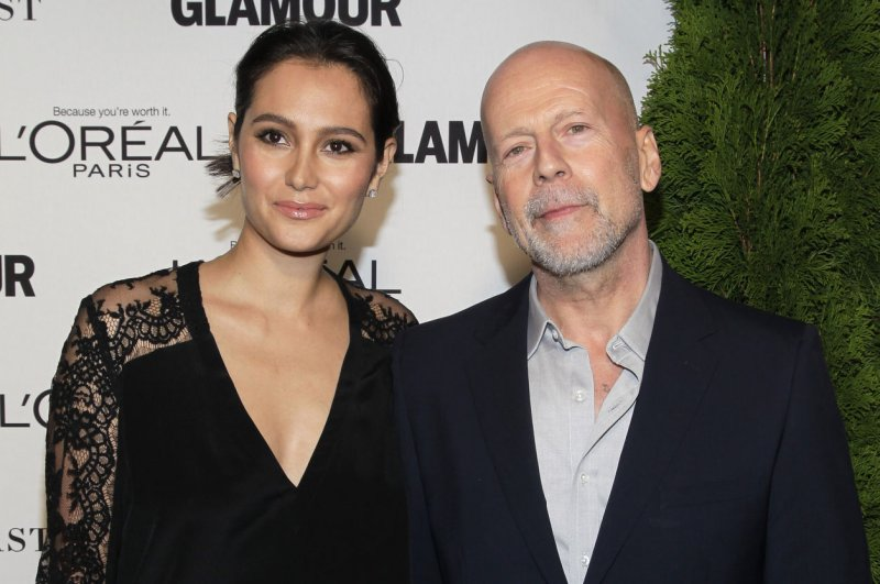 Look Bruce Willis Enjoys Family Trip To Disneyland With