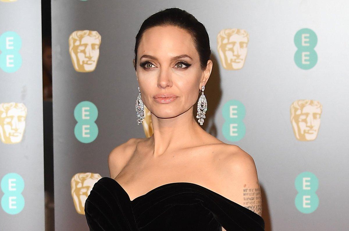 Look Angelina Jolie Sports Wings In Maleficent Mistress