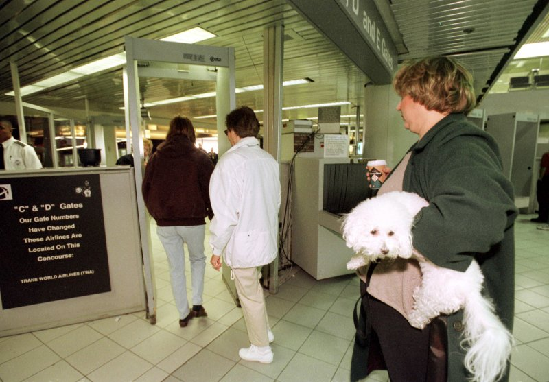 Pet parade canadian docs say keep pets out of airplane for Air canada pet in cabin