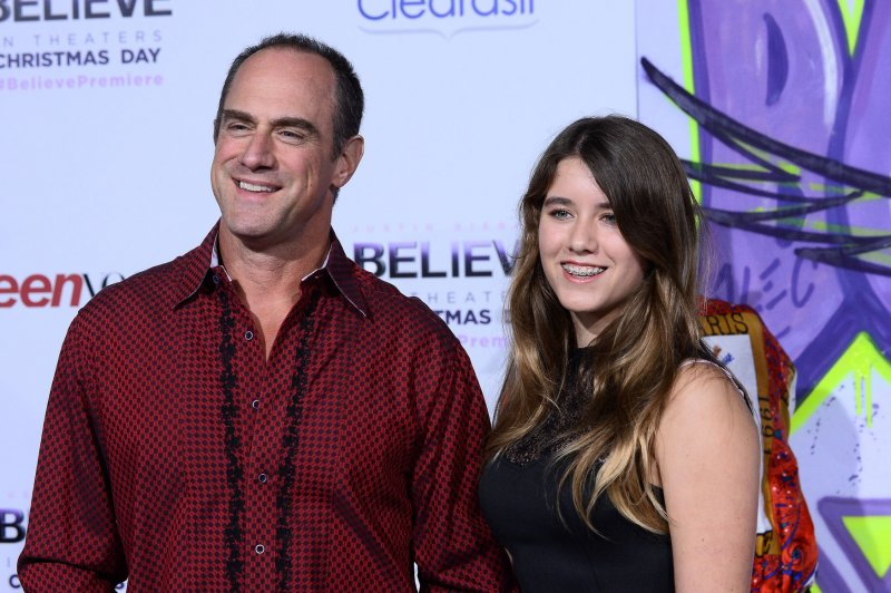 Peachy Christopher Meloni Explains Why Stabler And Benson Never Dated Short Hairstyles Gunalazisus