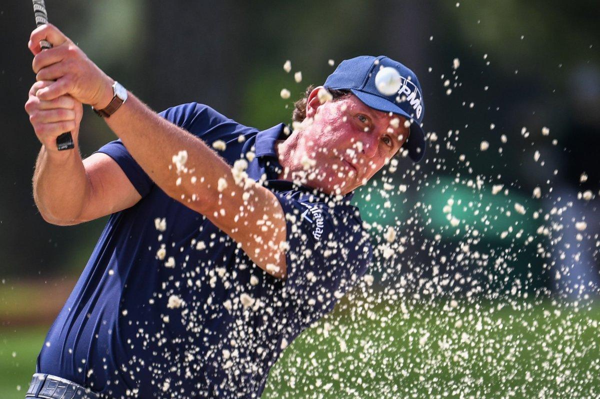 masters 2019  tiger woods one shot behind five leaders
