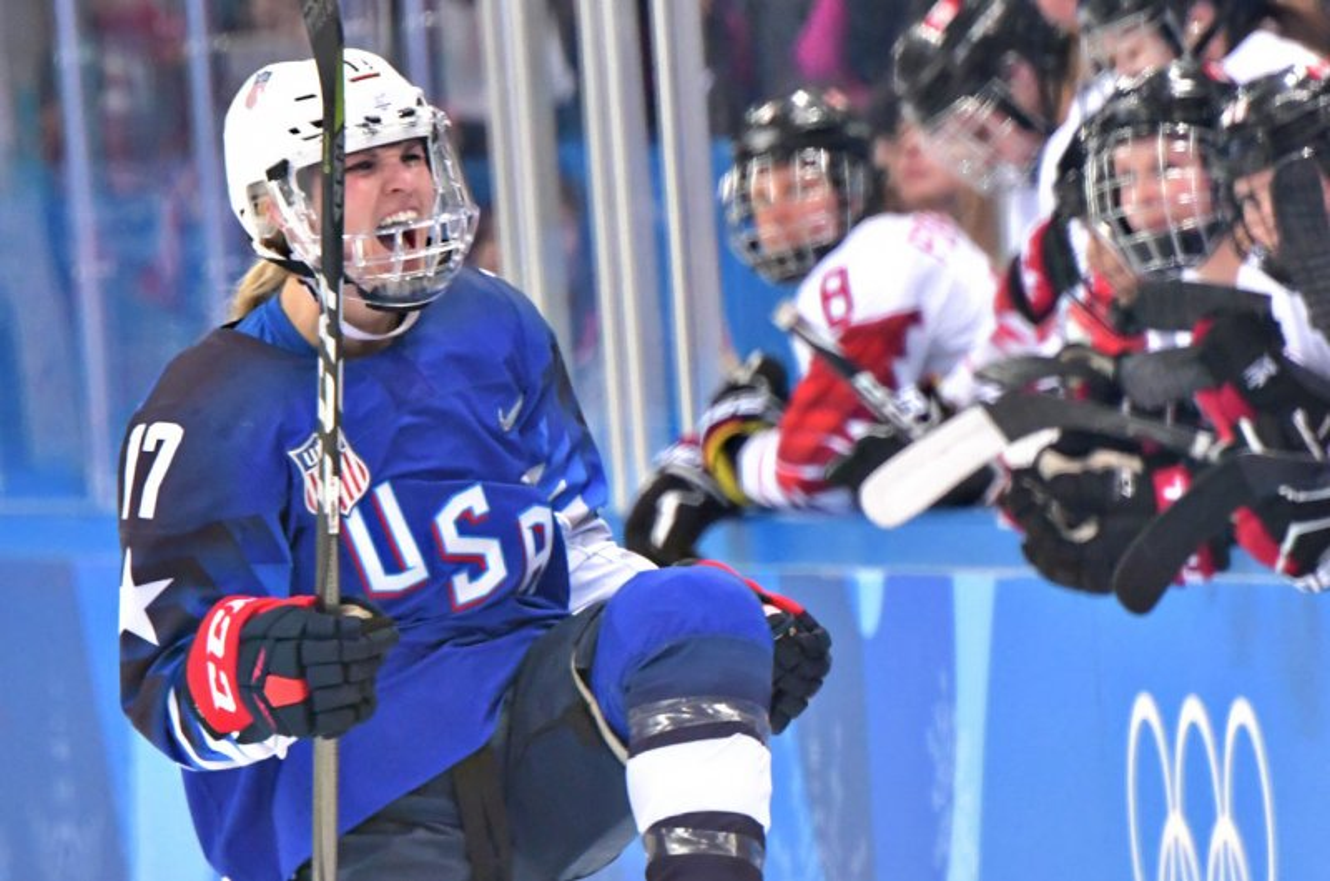 Watch: USA's Lamoreaux pulls off crazy deke for game-winning score in gold medal game - UPI.com