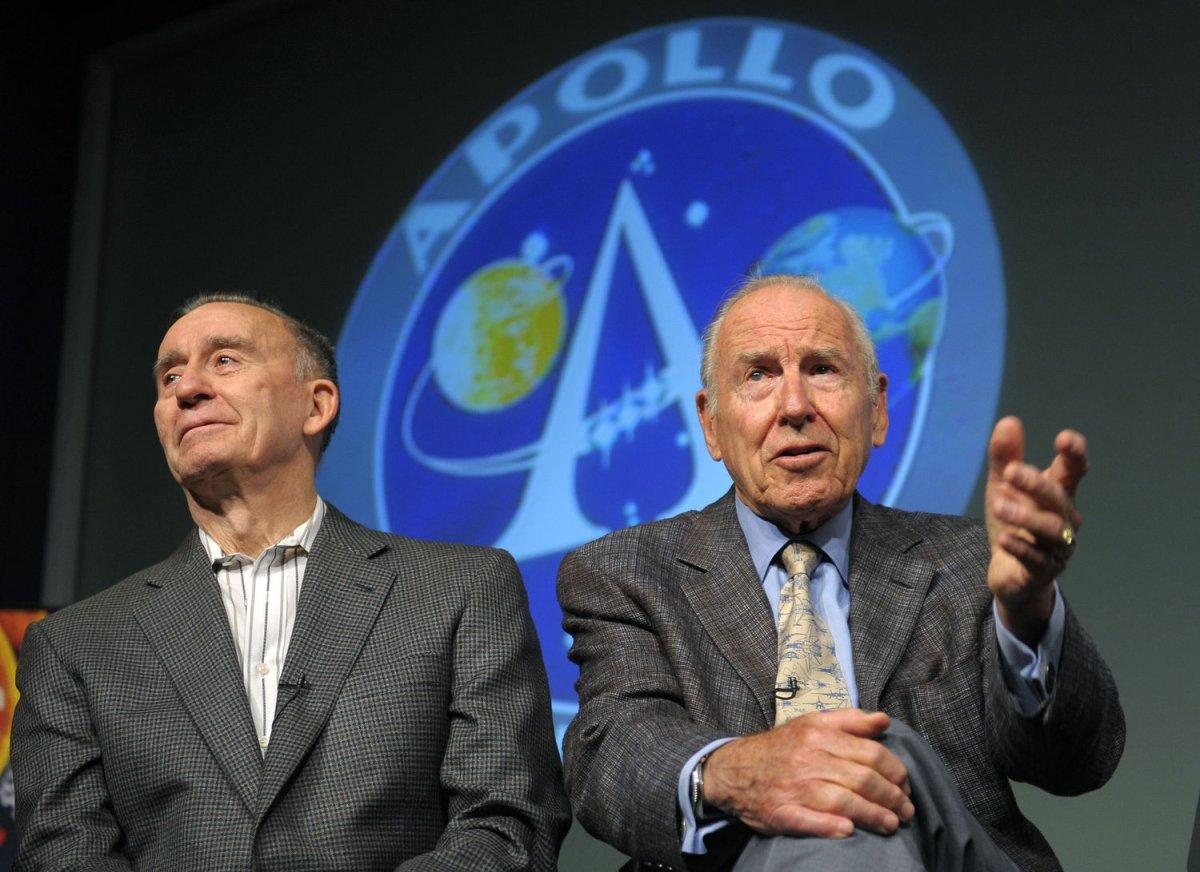 Apollo 13 crew reunites 40 years later - UPI com