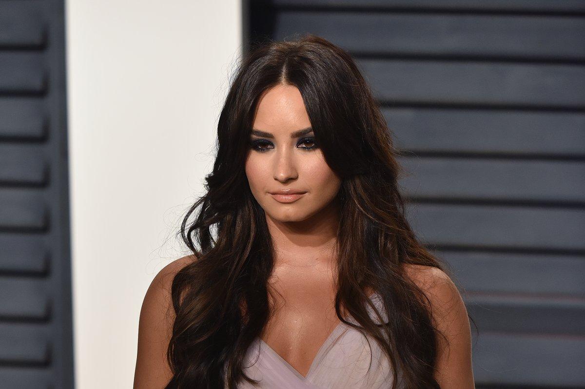 Demi Lovato Responds To Photo Hack Its Just Cleavage - Upicom-9644
