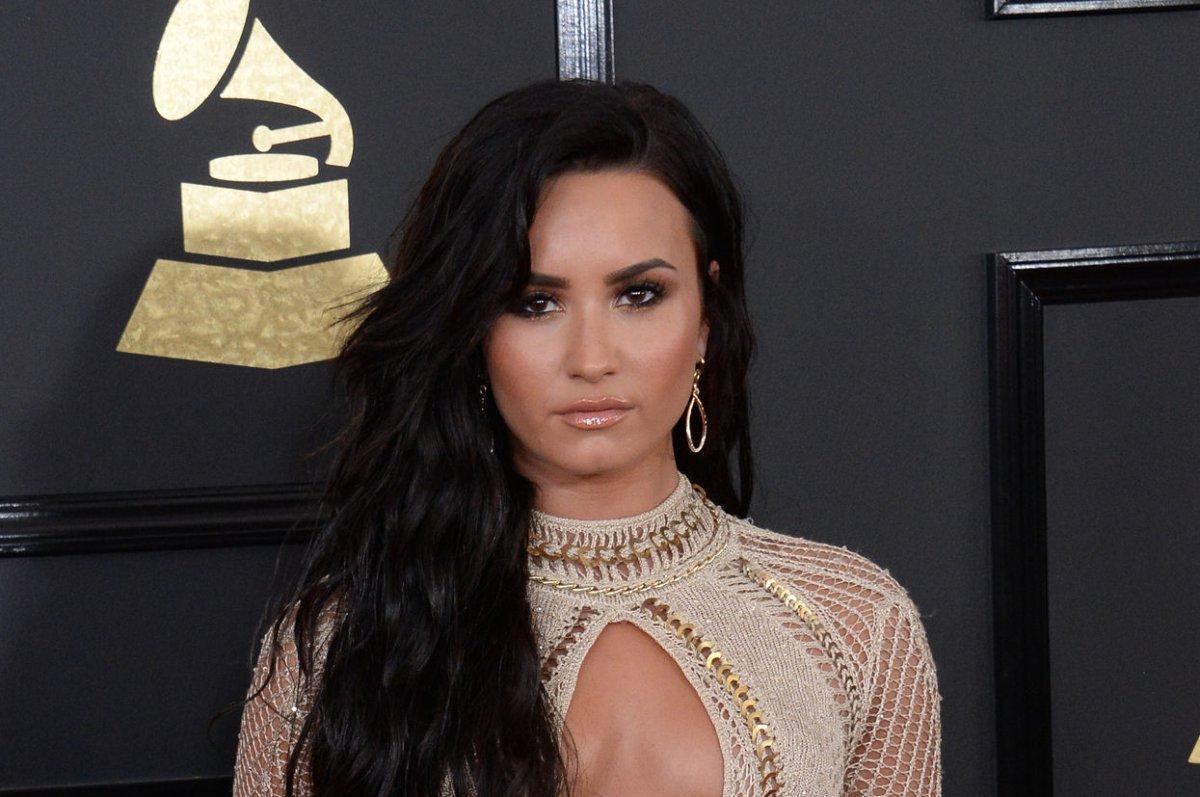 Demi Lovato Responds To Photo Hack Its Just Cleavage - Upicom-6426