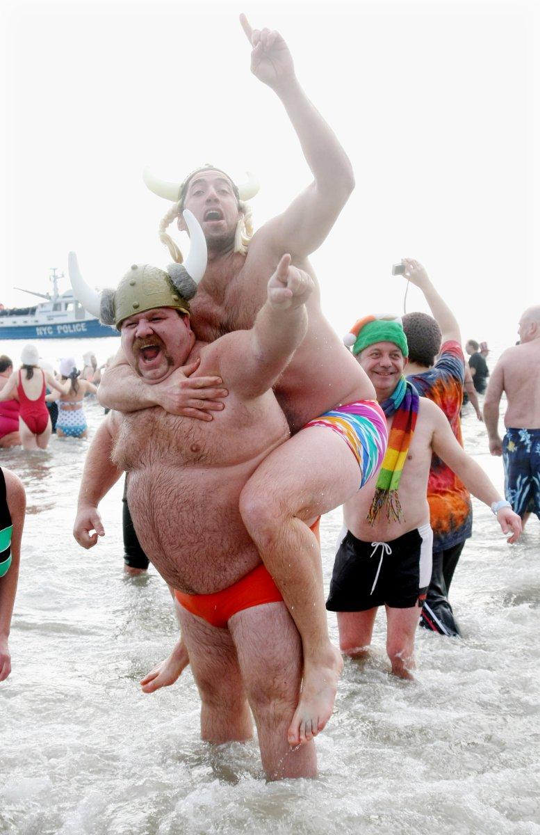 Beach group nude Yahoo är