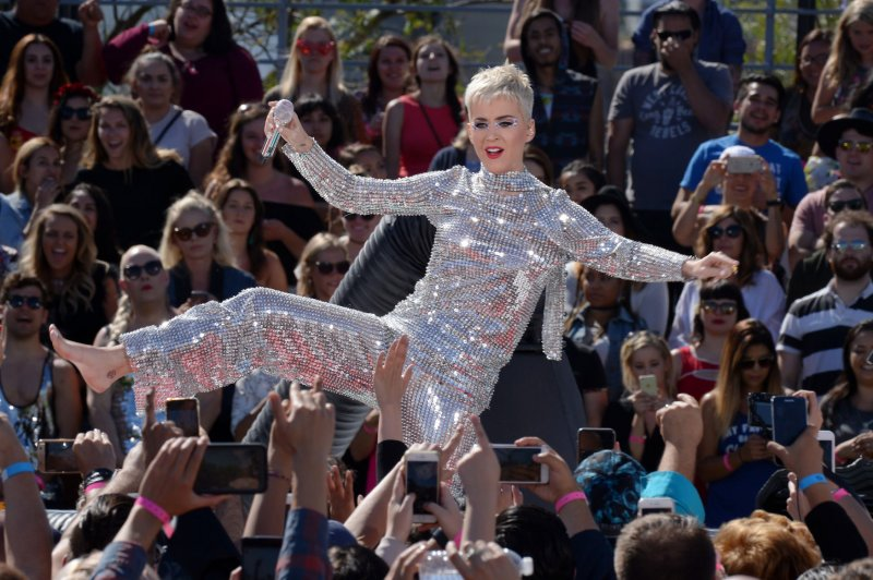 Katy Perry and Orlando Bloom meet Pope Francis