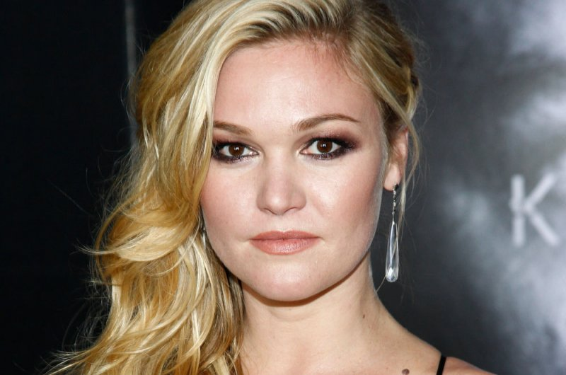 Look Julia Stiles Shares First Photo With Son Strummer