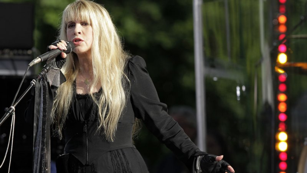 The Stevie Nicks-Lindsey Buckingham Feud Is Somehow Still ...