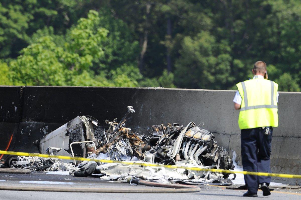 plane crashes on atlanta highway  four dead